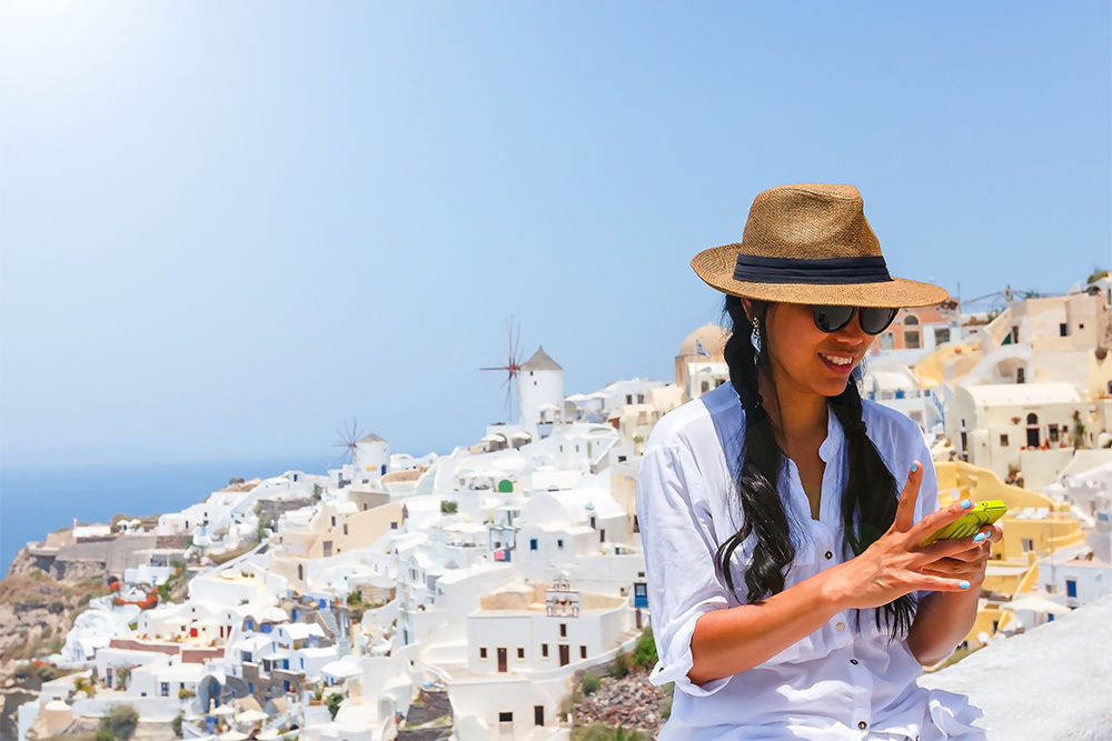 7 Easy Options for Staying Connected Abroad