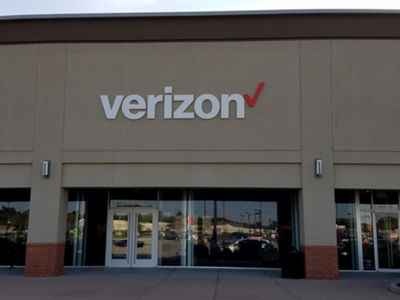 How can you find the location of the nearest Verizon store?