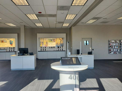 https://ss7.vzw.com/is/image/VerizonWireless/store-westminster-204054-inside
